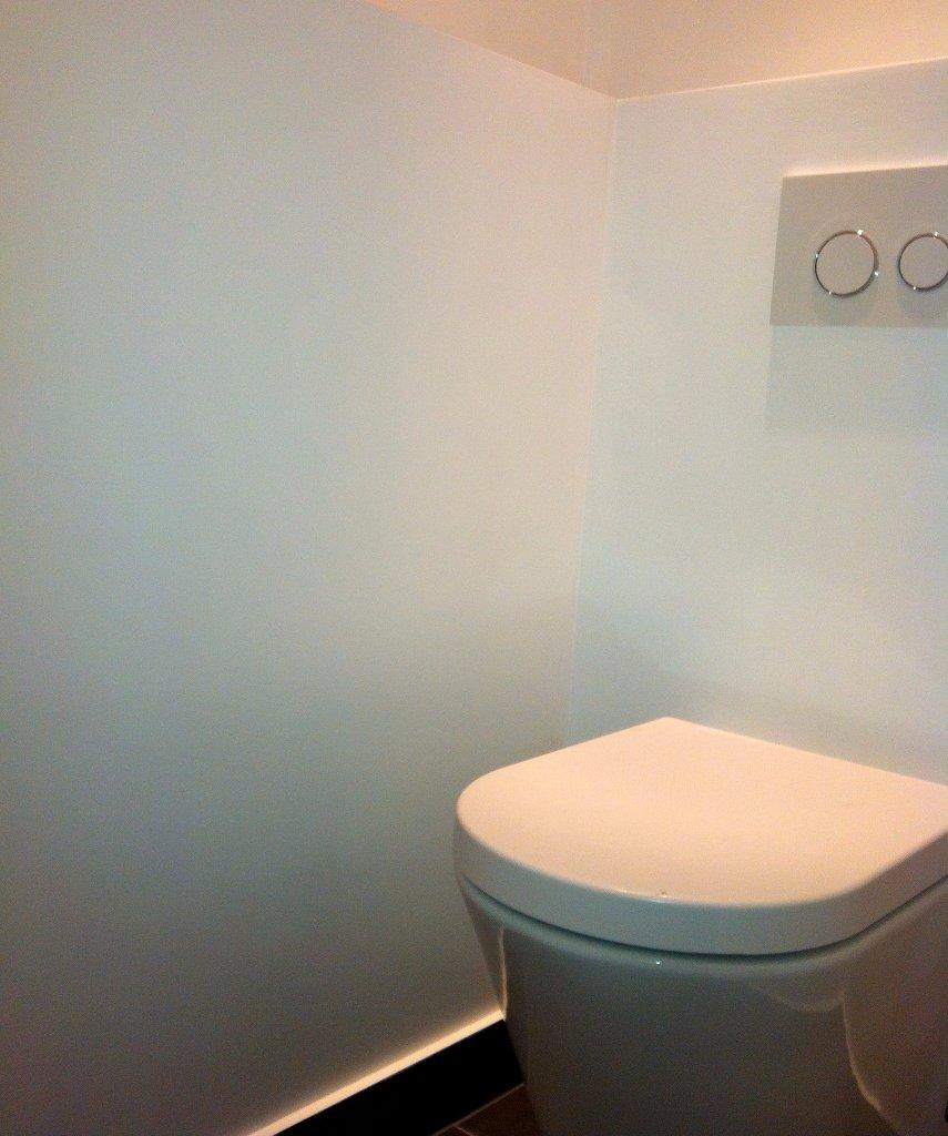 Badkamer met oranje badmeubel   jarin