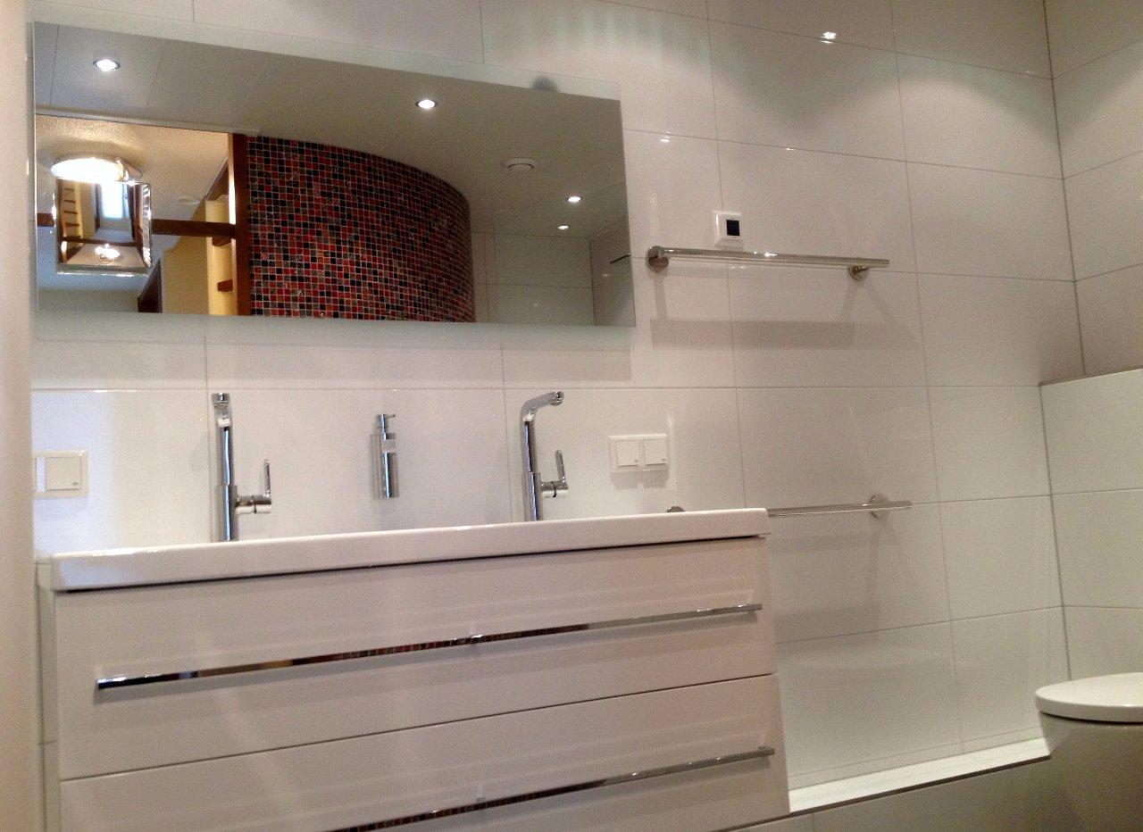 Badkamer met gekleurde moza ek jarin - Badkamer met mozaiek ...