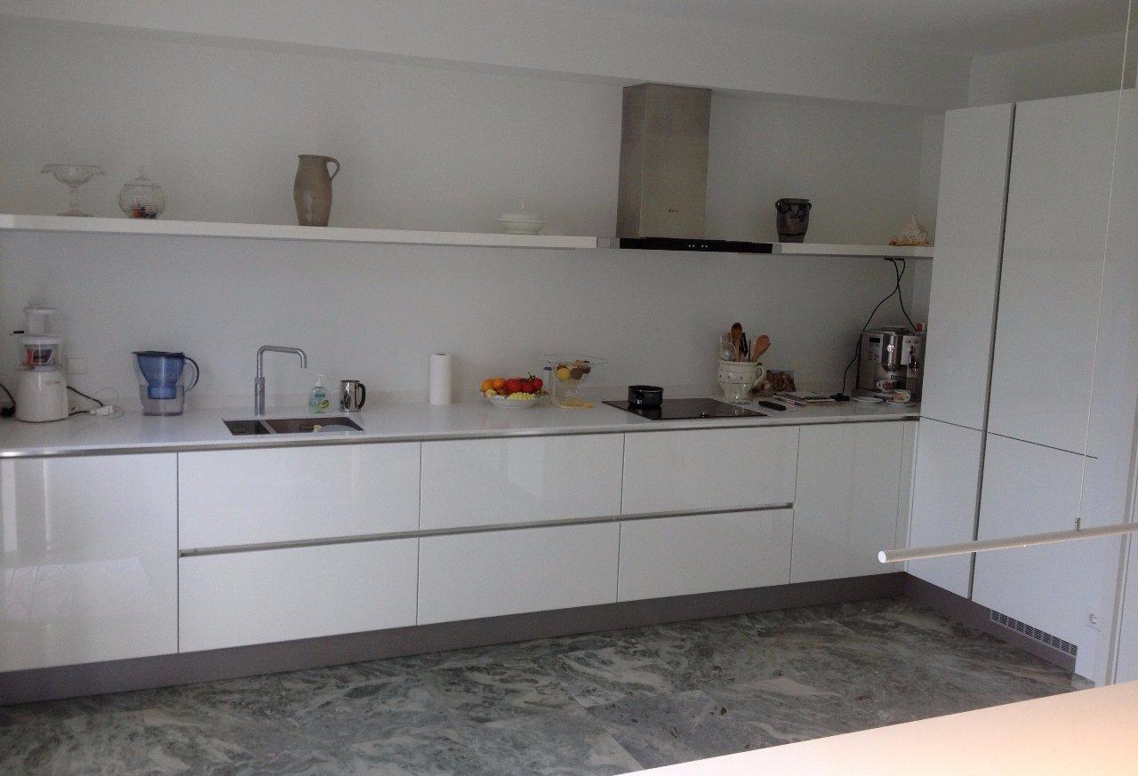 Witte Keuken Met Composiet Werkblad : greeploze keuken met composiet ...
