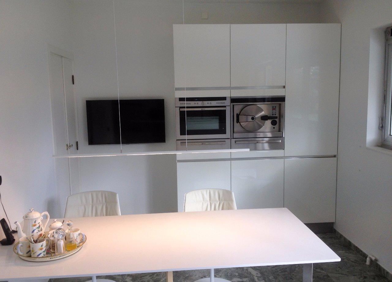 Hoge Kastenwand Keuken : Keuken hoogglans wit – Jarin
