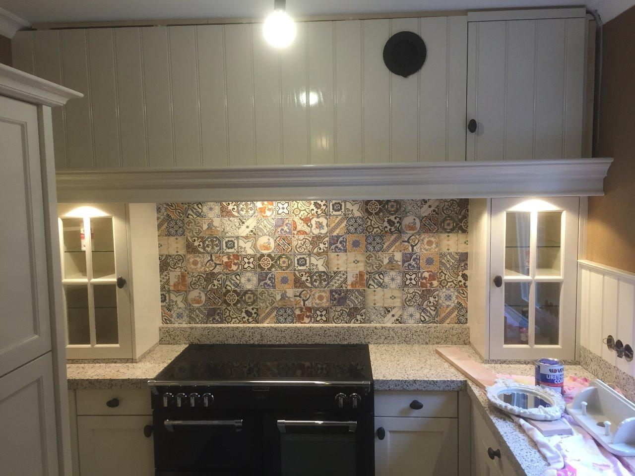 Witte Keuken Zwarte Plint : Landelijke en ambachtelijke keuken