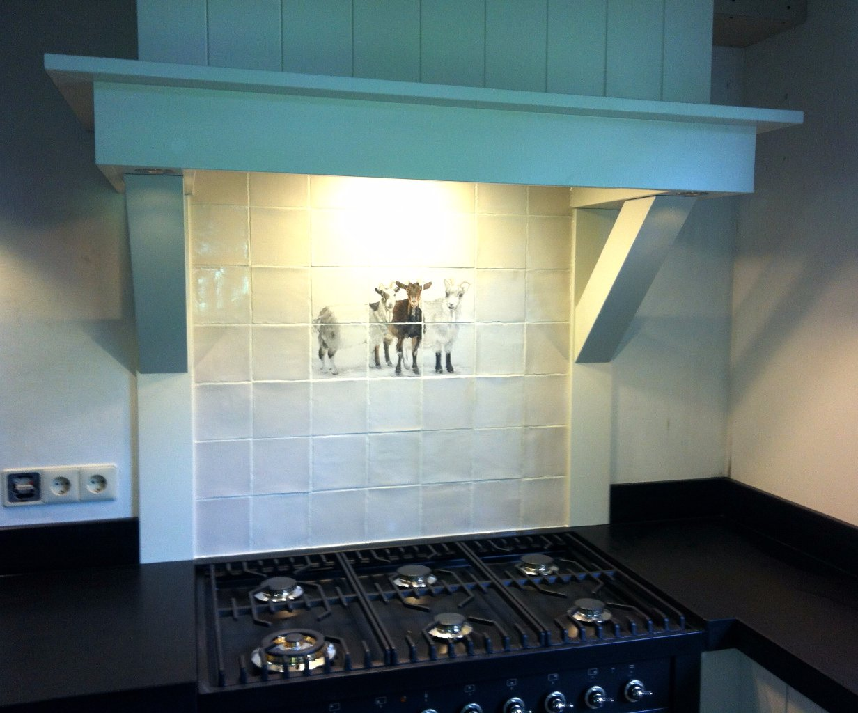 Oud Hollandse Keuken Tegels : Massief houten keuken met graniet werkblad en Oudhollandse schouw en